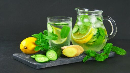 how to make easy fruit-infused Detox Water ! to cool your body